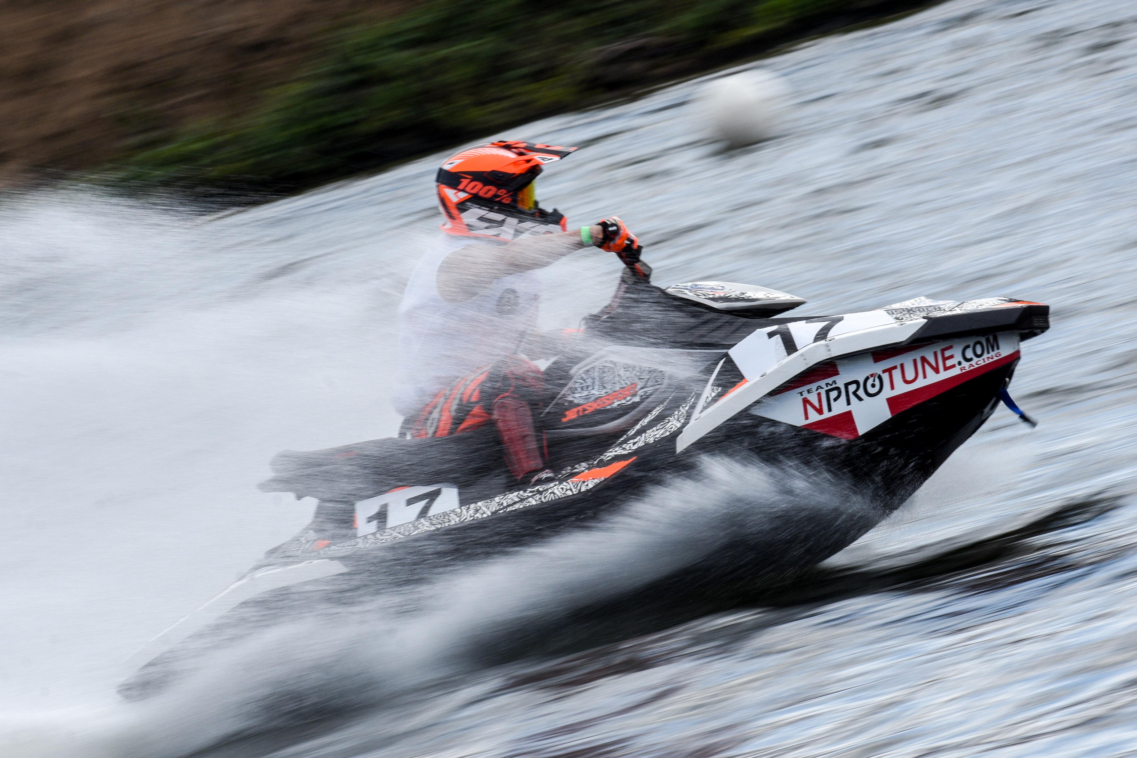 RUNABOUT TITLES FOR AGOSTINHO ROJAS AND HANSEN